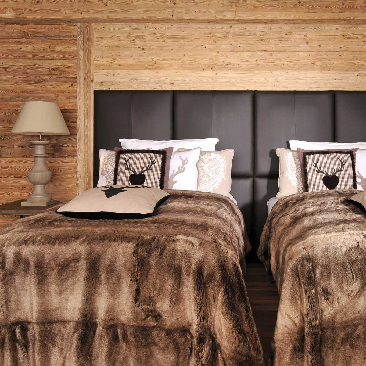 kissen geierwally mit hirsch rot l fine. Black Bedroom Furniture Sets. Home Design Ideas