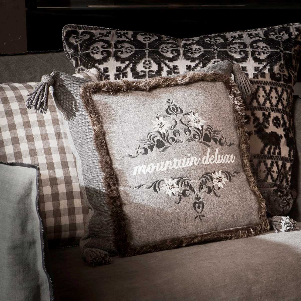kissen mit schriftzug kissen mit schriftzug und hirsch accessoires geschenke kissen mit bild. Black Bedroom Furniture Sets. Home Design Ideas
